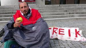 László Kocsis bricht den Hungerstreik aus gesundheitlichen Gründen ab, sein Kampf für sein Anliegen aber geht weiter